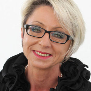 Frau Estera Lindner-Kuhlmann
